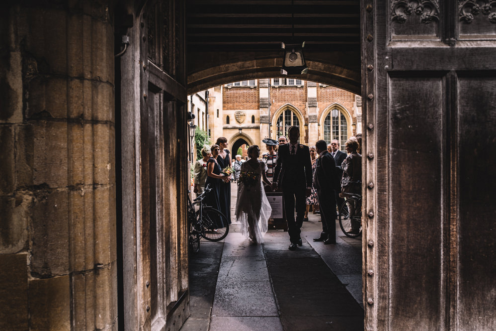 wedding photos at pembroke college in cambridge